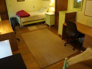 Humphrey Homestay - Yellow Bedroom, Bed 2 - Oak Park vacation rentals