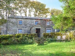 SYCAMORE TREE FARM, Grade II listed detached farmhouse, open fire, pet-friendly, walks from the door, in Mallerstang, Ravenstonedale, Ref 916483 - Ravenstonedale vacation rentals