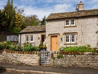 ROSE COTTAGE, underfloor heating, woodburner, quirky stylish cottage in Middleton by Youlgreave, Ref 924952 - Middleton By Youlgreave vacation rentals