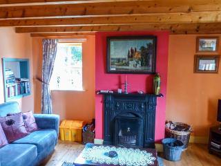 MUDFLAT, pet-friendly cottage, open fire, lawned garden, Goleen Ref 928151 - Goleen vacation rentals
