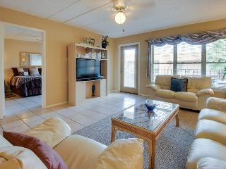 Luxurious condo near beach, overlooking pool & hot tub! - South Padre Island vacation rentals
