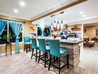 Spacious and accommodating home near Disneyland w/ chef's kitchen, shared pool - Anaheim vacation rentals