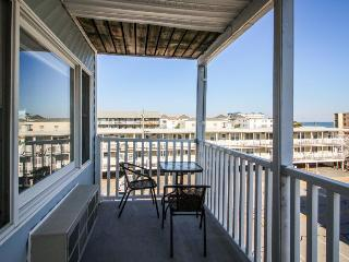 Cozy beach getaway w/peekaboo ocean views! - Ocean City vacation rentals