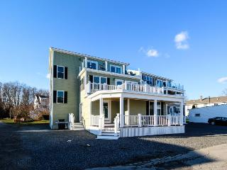 Expansive ocean view home, w/updates & room for 20! - York vacation rentals