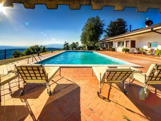 VillaCristinaTuscany-panoramic pool and hot tub! - Arezzo vacation rentals