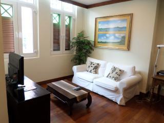 Studio Apartment 360 sq ft - 1 - Singapore vacation rentals