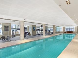 Modern Apt Indoor Pool Gym Hot Tub - Wifi - McMahons Point vacation rentals
