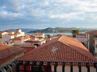 Appartamento con balcone vista mare (t2) - La Maddalena vacation rentals