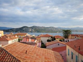 Trilocale vista mare nel centro di La Maddalena(t1 - La Maddalena vacation rentals