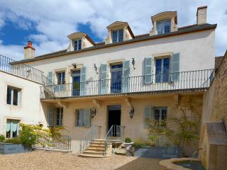 Chez Hall – la Grande Maison, stunning 17th c home - Meursault vacation rentals
