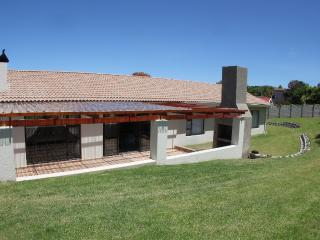Bright 3 bedroom Plettenberg Bay House with Parking Space - Plettenberg Bay vacation rentals
