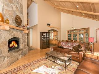 Knotty Pine - Gorgeous 3 BR home in Martis Woods Estates with Hot Tub! - Truckee vacation rentals