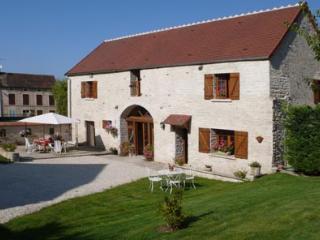 Gite 12 personnes Fulvy Bourgogne Piscine chauffée - Fulvy vacation rentals