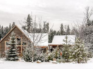 Picturesque Cabin Nr Suncadia|Hot Tub,WiFi, Slp9| 3-for-2 Specials - Cle Elum vacation rentals