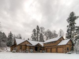 Stunning 5BD Mountain Home! Chef's Kitchen,Heated Game Rm,Hot Tub,Slps17 - Cle Elum vacation rentals