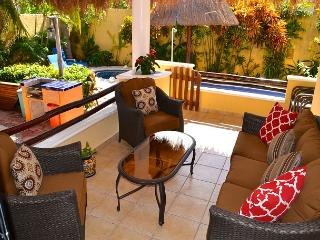 SPACIOUS BRIGHT 1st FLOOR, OCEAN BREEZE, POOL & HOT TUB, AIR CON, BIKES. - Puerto Morelos vacation rentals