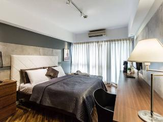 Newly Renovated Classy Studio @ Joya - Makati vacation rentals