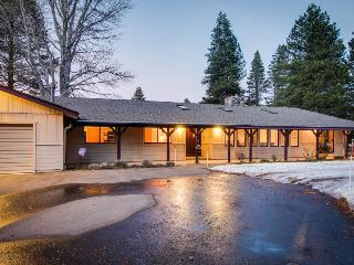 Cozy retreat w/private hot tub, golf on-site, near skiing - South Lake Tahoe vacation rentals