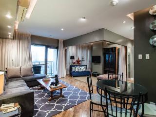 Deluxe Joya Rockwell 1BR Apt w/ Den - Makati vacation rentals