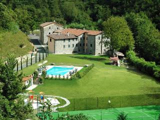 Rent an entire tuscan village (hosting up to 65) - Fivizzano vacation rentals