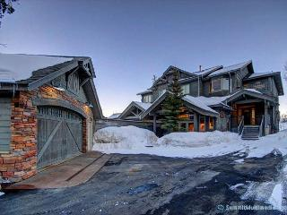Mountain Views from Back Deck – Luxury Home for 16 - Silverthorne vacation rentals