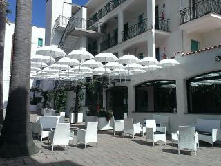 Appartamenti a 300 m dal mare con piscina - Pietra Ligure vacation rentals