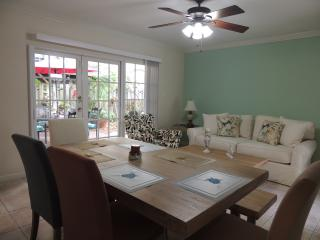 Nice Villa with Television and Microwave - Fort Lauderdale vacation rentals