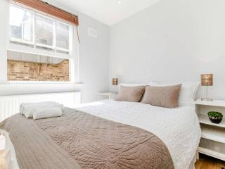 Chic Apartment in Prime Location - London vacation rentals