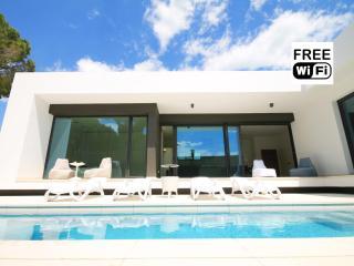 Villa moderne avec piscine et jardin privée - L'Escala vacation rentals