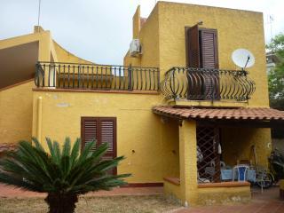 Villa Rimini a 200 m dal mare - Fontane Bianche vacation rentals
