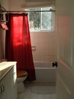 Beautiful 2 bedroom Rawdon Chalet with Television - Rawdon vacation rentals