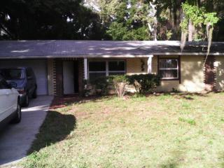 Cozy House with Internet Access and Dishwasher - Crystal River vacation rentals