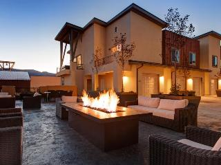 Immaculate Park City townhome with private hot tub, great mountain views! - Park City vacation rentals
