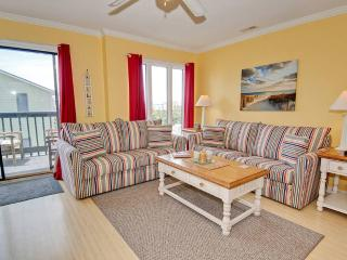 Bright 3 bedroom Emerald Isle Apartment with Internet Access - Emerald Isle vacation rentals