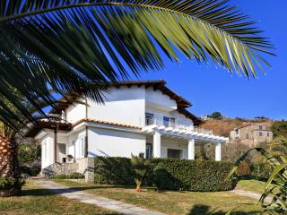Villa Gea - Sorrento Coast, swimming pool, garden, sea view. parking, Wi-Fi - Sant'Agata sui Due Golfi vacation rentals