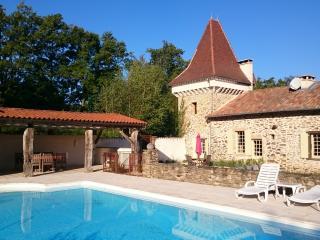 Maison de Charme au calme - piscine privée/chaufée - Saint-Jory-de-Chalais vacation rentals