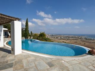 Spacious 4 bedroom Paros Villa with Television - Paros vacation rentals