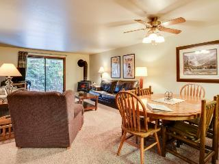 Comfy condo w/golf views, shared pool & hot tub, nearby ski and lake access! - McCall vacation rentals