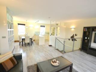 Exquisite 3 Bed Bayswater Apartment - London vacation rentals