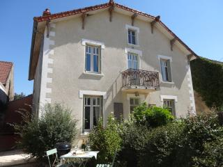 Apt Jardin, 1bdr/1bth tranquil, cyclists dream - Pommard vacation rentals