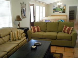 ADORABLE VACATION HOUSE! QUIET NEIGHBORHOOD! - Rockport vacation rentals