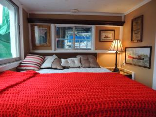 warm and cozy houseboat in a quiet/gated marina - Richmond vacation rentals