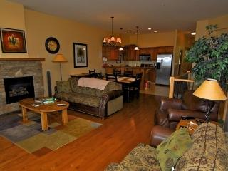 Kimberley Sullivan Stone Lodge 3 Bed Mountainside Townhouse - Kimberley vacation rentals