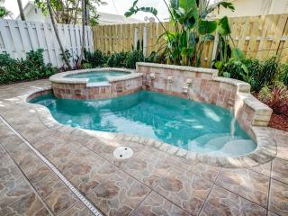Walk to Beach & Town Townhouse w/ Heated Pool! - Lauderdale by the Sea vacation rentals