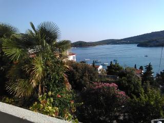 TH01401 Apartments Špadina / Three bedroom A3 - Tisno vacation rentals