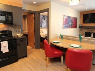 Banff Rocky Mountain Resort Cozy 1 Bedroom Wolf Condo - Banff vacation rentals