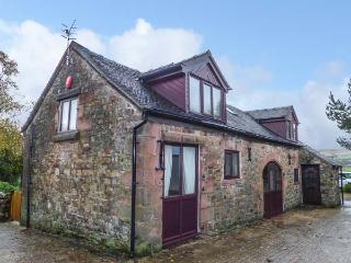 THE BARN, stone-built, detached cottage, enclosed lawned garden, pet-friendly, horse stables on-site, Leek, Ref 925155 - Leek vacation rentals