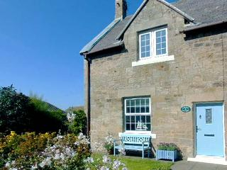 CORNER COTTAGE, end-terrace, woodburning stove, parking, garden, in Amble, Ref 931210 - Amble vacation rentals