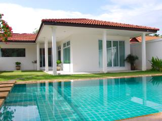 Perfect Villa with Internet Access and A/C - Bophut vacation rentals