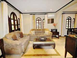 House in Gated Community, 2 Bd, 2 & 1/2 Bath, Pool, Sandy Beach - Tamarindo vacation rentals